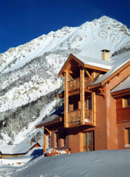 Barlet chalet winter view