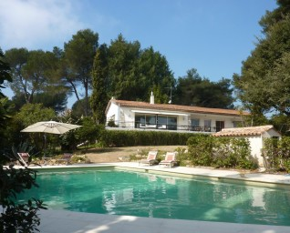 Underbart semesterhus med stor tomt och egen pool