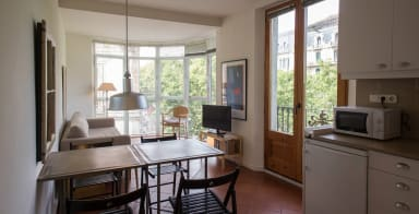 Rambla A - Ideal for expats and couples! Gorgeous views over La Rambla