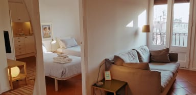 Rambla B- Monthly rental on La Rambla Ideal for Corporate Traveling
