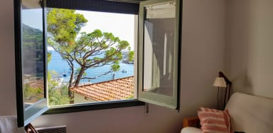 Tamariu 3 - Sea Views  under pine trees, free wifi + terrace. 50m from sea