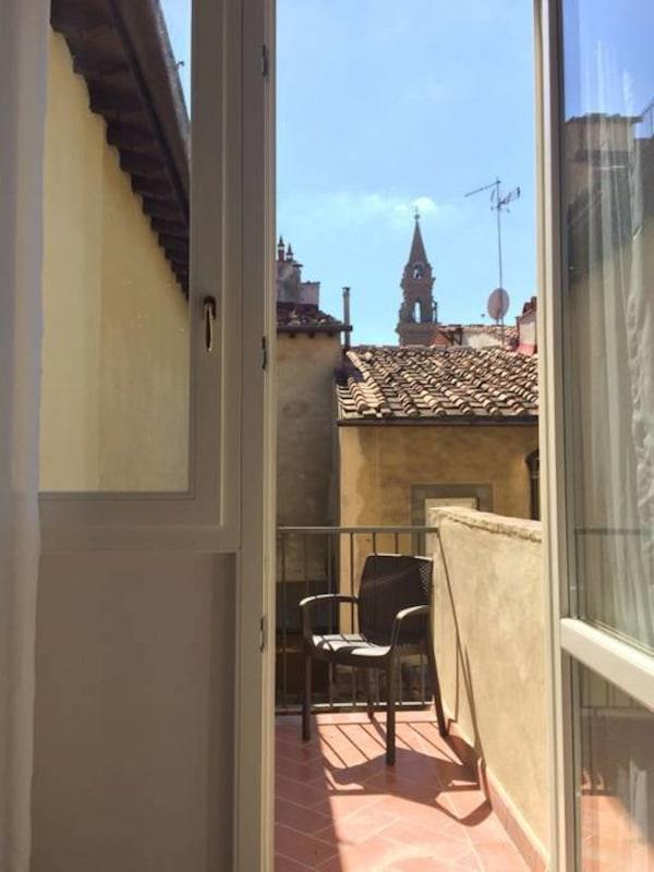 Apartment Cozy   Bright Top Floor Flat by Santo Spirito photo 20288924