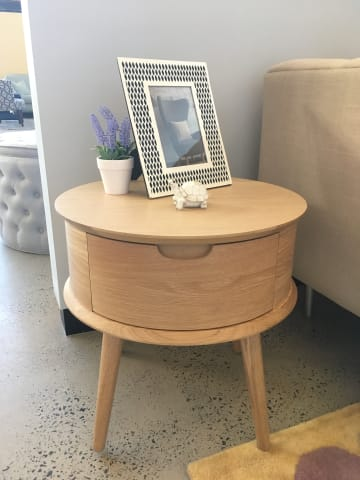 Ethan round side table natural oak 01