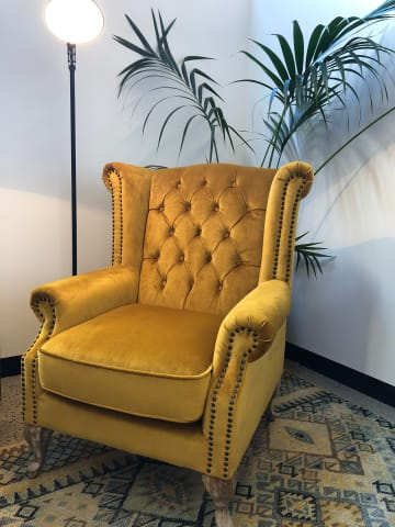 Nottage armchair yellow gold 01