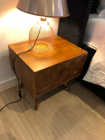 Thomas bedside table walnut acacia 02