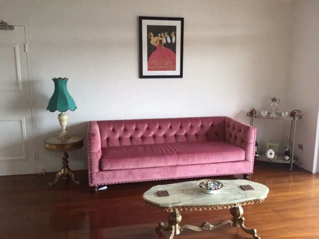 Florence velvet chesterfield 3 seater sofa blush pink 01