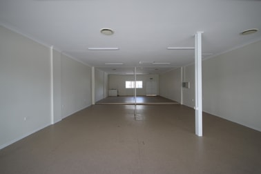 D/88 Bay Terrace Wynnum QLD 4178 - Image 2