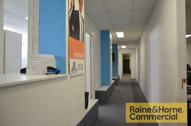 2/5 Hubert Street, Woolloongabba QLD 4102 - Image 2