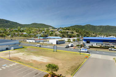 Reef Plaza Cnr Shute Harbour Rd/Paluma Rd Cannonvale QLD 4802 - Image 2