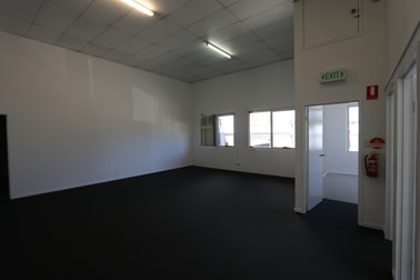 1/38 Hutchinson  Street Burleigh Heads QLD 4220 - Image 3