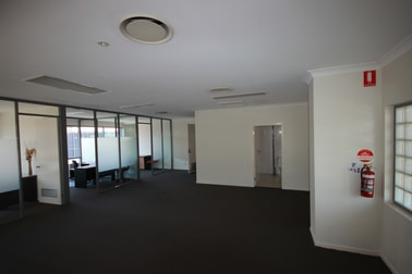 4 & 5/80 Smith Street Southport QLD 4215 - Image 3