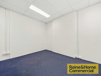 16/220 Boundary Street Spring Hill QLD 4000 - Image 3