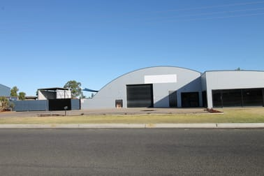 4 Campbellford Drive Emerald QLD 4720 - Image 3