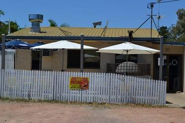 31 LAGOON CRESCENT Saunders Beach QLD 4818 - Image 1