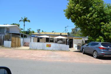 31 LAGOON CRESCENT Saunders Beach QLD 4818 - Image 2