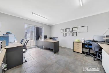 2/8 ROBISON STREET Park Avenue QLD 4701 - Image 2