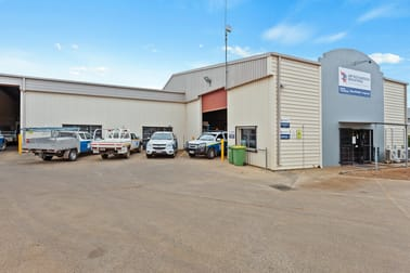 8 Freighter Avenue Wilsonton QLD 4350 - Image 1