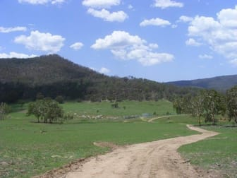 LittleGlen/. Bishops Road Red Range NSW 2370 - Image 2