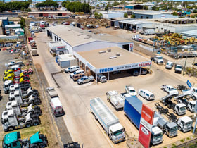 Showrooms / Bulky Goods commercial property for sale at 494-498 Boundary Street Wilsonton QLD 4350
