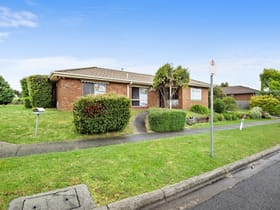 Medical / Consulting commercial property for sale at 9 Fleetwood Drive Narre Warren VIC 3805