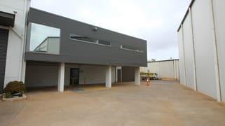 4C/7-9 Gardner Court Wilsonton QLD 4350
