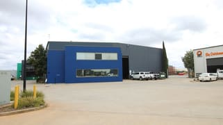 1B/7-9 Gardner Court Wilsonton QLD 4350