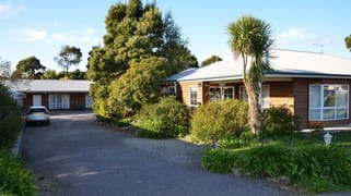 - Castaway Holiday Apartments Strahan TAS 7468