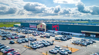 Bunnings Warehouse Berwick-Cranbourne Road Clyde North VIC 3978
