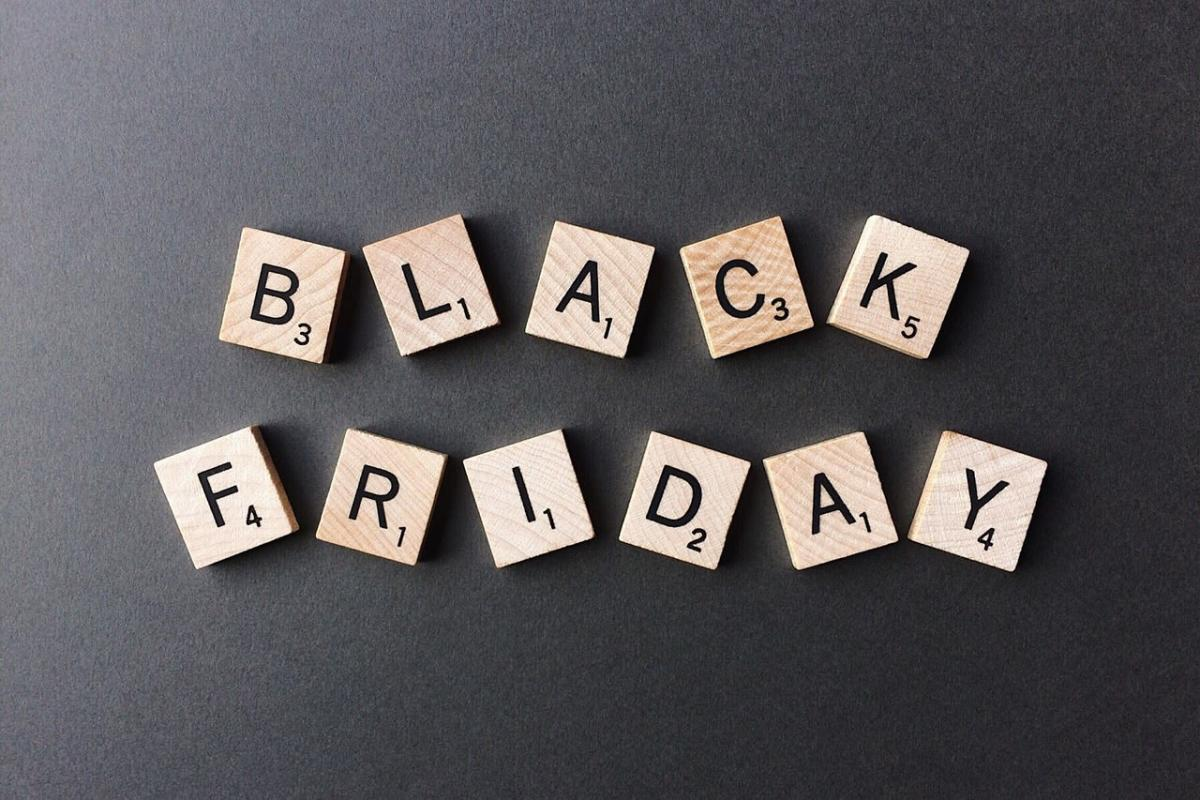 2740affb134 Your Guide to Black Friday and Cyber Monday in LA