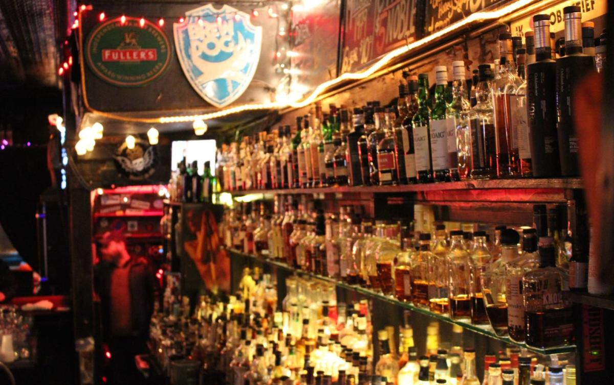 Chicago Bars Open on Christmas Day