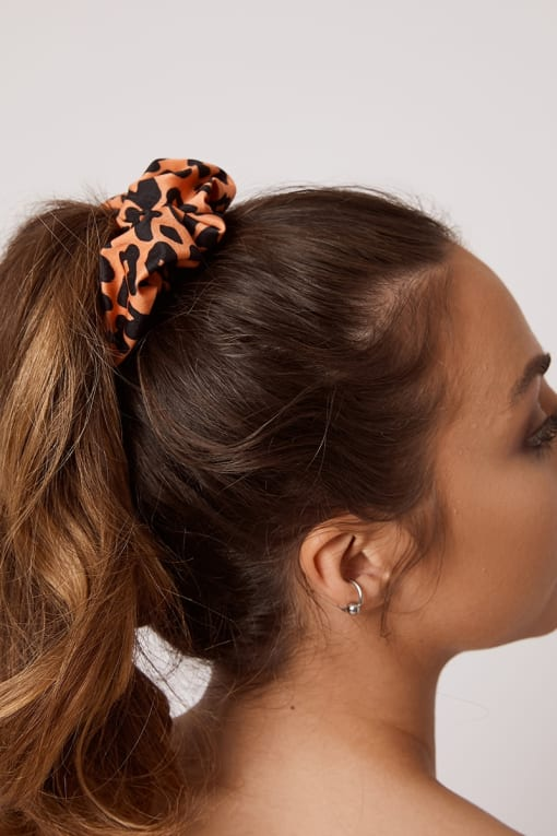MORGOT ORANGE LEOPARD SCRUNCHIE