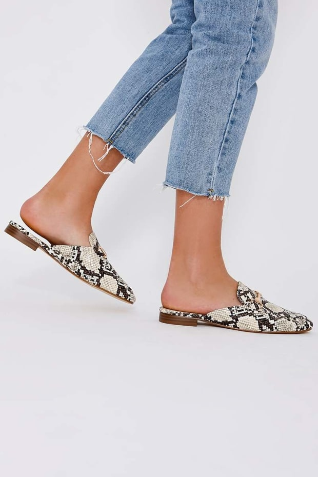 TEA SNAKE PRINT BACKLESS LOAFERS
