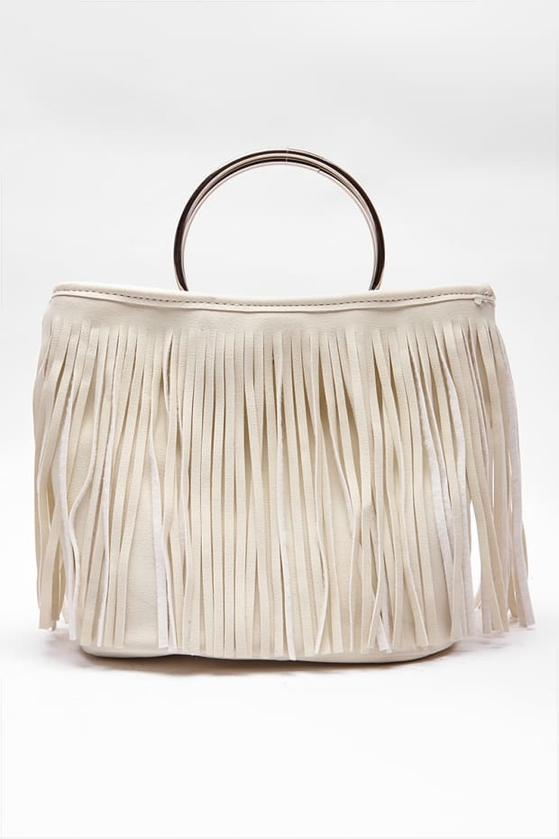 CREAM TASSEL RING HANDLE BAG