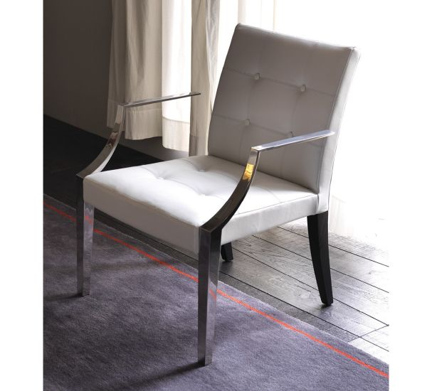 Monseigneur: Armchair available in different finishing