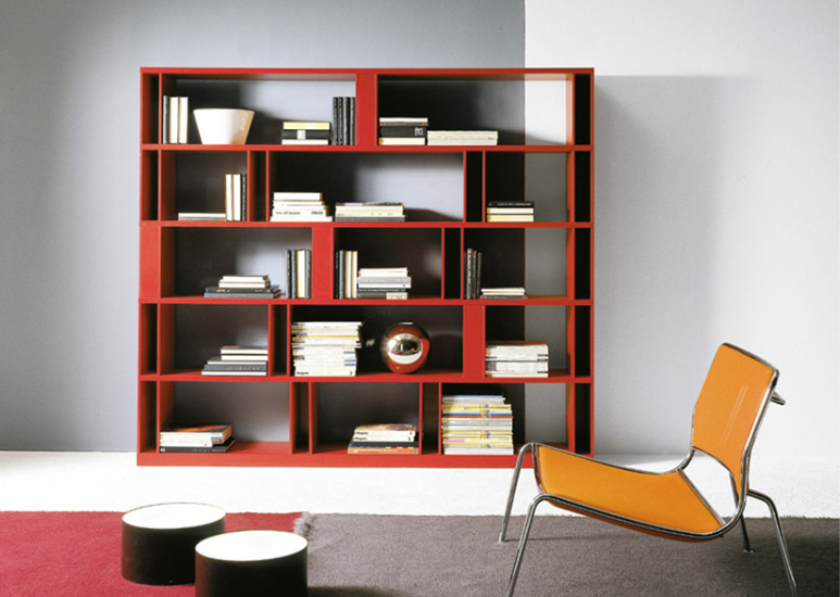 Brera: Bookcase available in different sizes and finishings