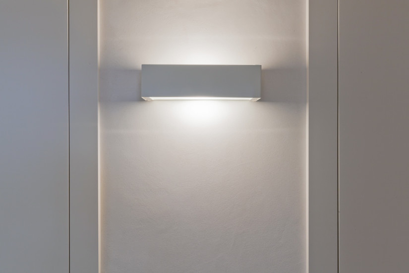 2009 : Wall mount light available in different versions