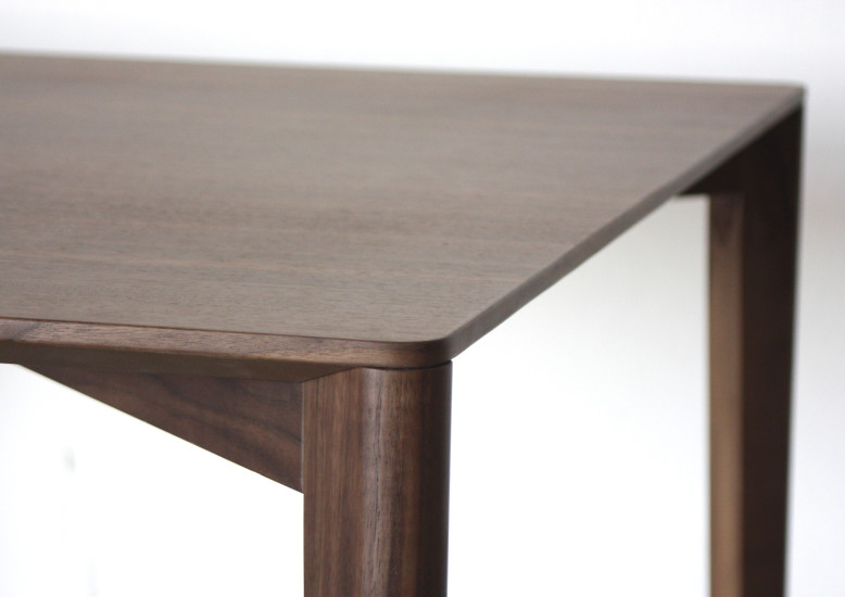 Framework: Table L 200 cm D 100 cm H 75 cm in different finishings
