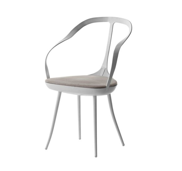 Mollina: Chair available in different finishings