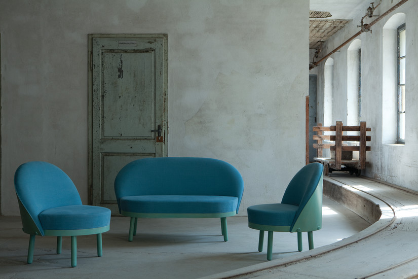 Paltò Sofa: Sofa with wooden backrest in different finishings