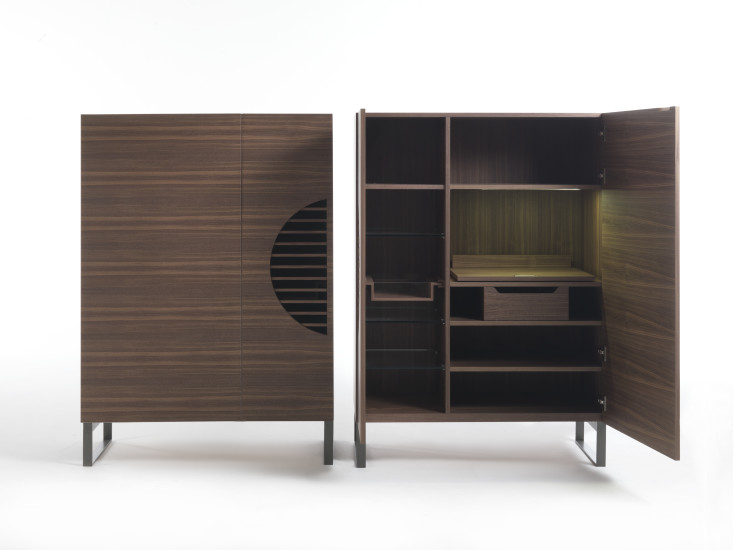 Polifemo: Bar cabinet with two doors in canaletta walnut
