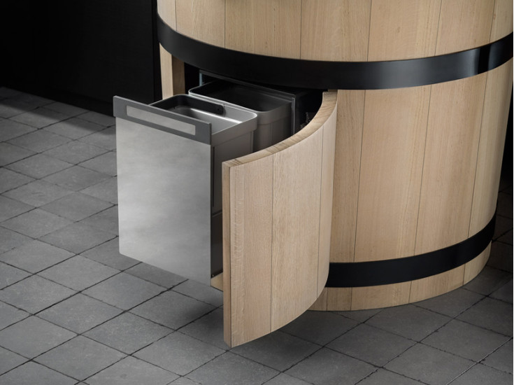 Tinozza - Basin: Freestanding basin ∅76 cm H 88 cm with integrated tap