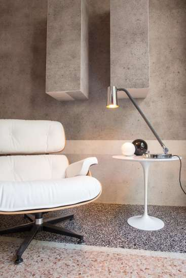 Up Desk: Table lamp in different finishings