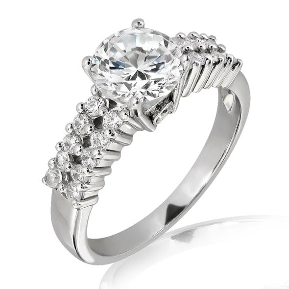 แหวนทอง 18K ประดับเพชร น้ำหนักรวม 0.50 กะรัต ค่าสี F  ค่าความสะอาด VS2 เพชรมาพร้อมใบรับรองจากสถาบัน GIA