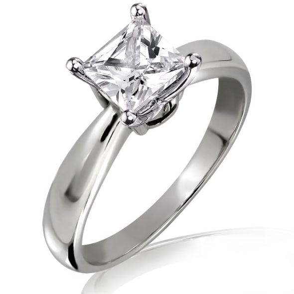 แหวนทอง 18K ประดับเพชร น้ำหนักรวม 0.71 กะรัต ค่าสี D ค่าความสะอาด VS2 เพชรมาพร้อมใบรับรองจาก IGL