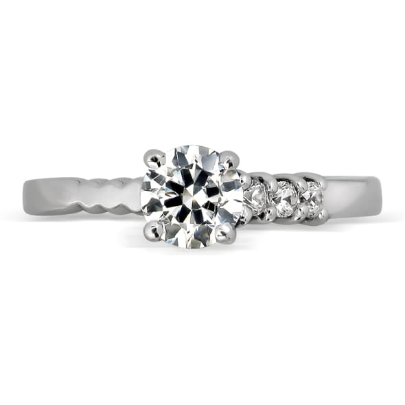 แหวนทอง 18K ประดับเพชร น้ำหนักรวม 0.26 กะรัต ค่าสี E ค่าความสะอาด VVS2