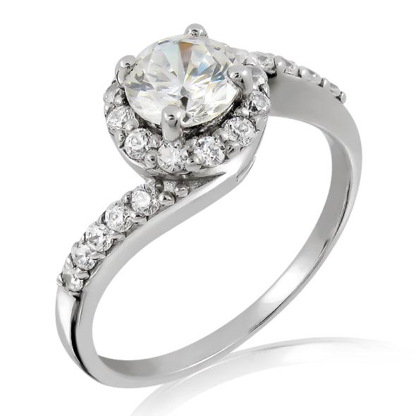 แหวนทอง 18K ประดับเพชร น้ำหนักรวม 0.75 กะรัต ค่าสี E ค่าความสะอาด VVS2