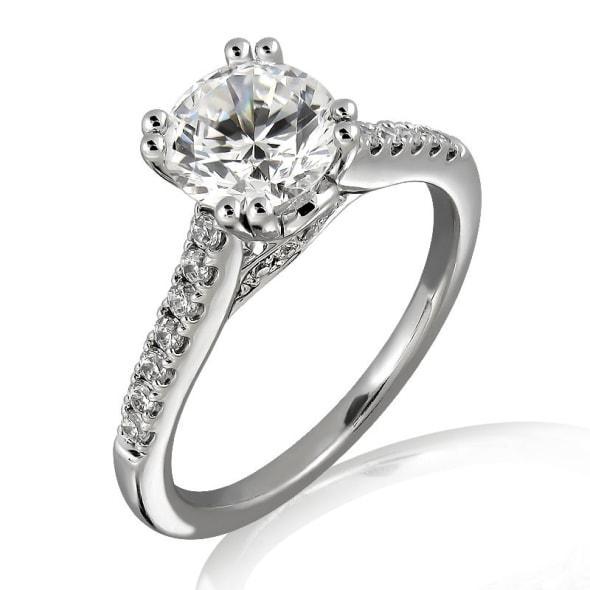 แหวนทอง 18K ประดับเพชร น้ำหนักรวม 0.40 กะรัต ค่าสี E ค่าความสะอาด VVS