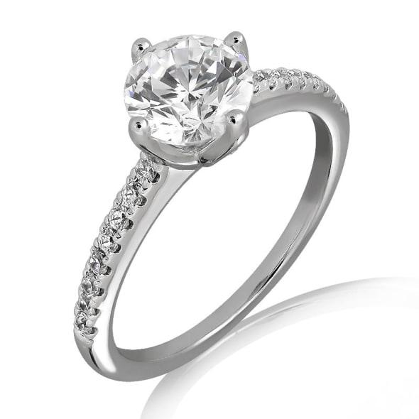 แหวนทอง 18K ประดับเพชร น้ำหนักรวม 0.60 กะรัต ค่าสี D ค่าความสะอาด VVS1 EX/EX/EX เพชรมาพร้อมใบรับรองจากสถาบัน GIA