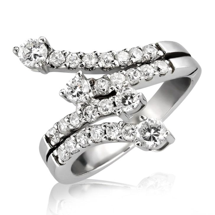 แหวนทอง 18K ประดับเพชร น้ำหนักรวม 0.85 กะรัต ค่าสี F ค่าความสะอาด VS