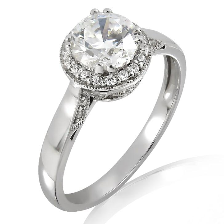 แหวนทอง 18K ประดับเพชร น้ำหนักรวม 1.60 กะรัต ค่าสี K ค่าความสะอาด VVS2 เพชรมาพร้อมใบรับรองจากสถาบัน HRD